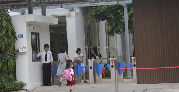 Cổng xoay Tripod - cổng swing kiểm soát ra vào tự động cho trường học