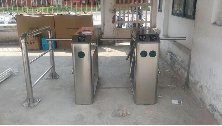 Kiểm soát lối vào cho công nhân sử dụng Tripod Turnstile cho VS Industry Bắc Ninh